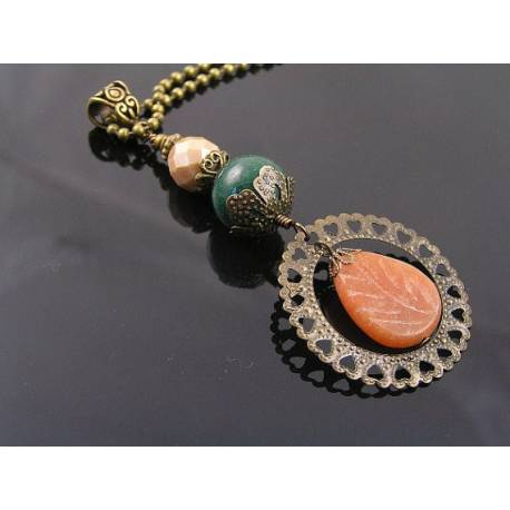 Carved Aventurine Leaf Filigree Circle Necklace