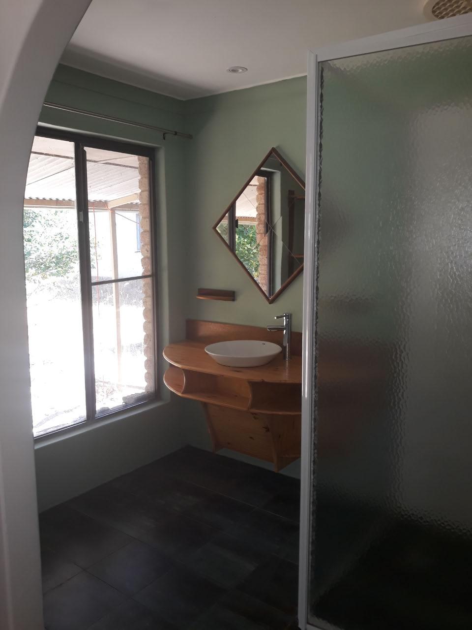 ensuite bath room (master bedroom)